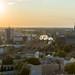 Sonnenuntergang über Berlin: Blick vom Spiegelturm Hotel auf den S-Bahnhof Spandau bei Abenddämmerung