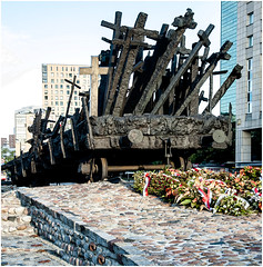 185-MONUMENTO A LAS VÍCTIMAS DE LA INVASIÓN SOVIÉTICA  -VARSOVIA -H- (--MARCO POLO--) Tags: monumentos ciudades curiosidades