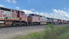 BNSF 934 (Christian Schnake) Tags: bnsf warbonnet c449w c419w 7448 4280 768 934 940 springfield mo thayer north subdivision