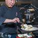 Chefkoch Martin Yan bei der Zubereitung von Krabbenchips, während der Kochvorführung auf der IFA 2019