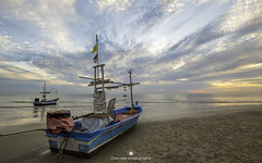 Sunrise in Hua Hin (www.ownwayphotography.com) Tags: sun sunrise hua hin thailand travel boat beach morning color sky cloud