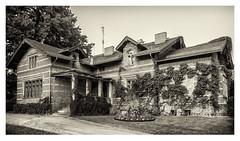 Babelsberg Palace Park in Potsdam (Germany) Gardener's House (werner.marx.kell) Tags: babelsbergpalacepark babelssbergpark babelsberg potsdam smartphone galaxys7 blackandwhite bw