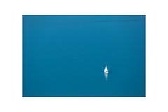 mon petit bateau ... (Armin Fuchs) Tags: arminfuchs nomansland monpetitbateau bateau ship blue water lac lake reflection anonymousvisitor thomaslistl wolfiwolf jazzinbaggies