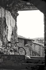 A l'abandon (Val'Art Photography) Tags: vélo bicyclette rue ruelle noiretblanc blackandwhite