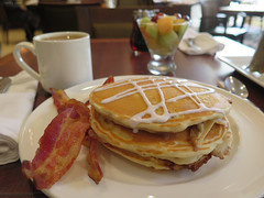 Pancakes (Coyoty) Tags: sheffields cromwell connecticut ct hotel restaurant food breakfast pancakes bacon coffee fruit fruitcup meal brown white bokeh pork meat