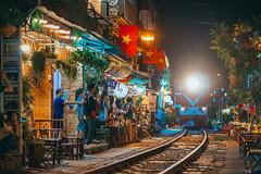 Phố Đường Tàu Phùng Hưng - Hà Nội (tinhyeu_biboquen_11792) Tags: travel night nightlife streetlife hanoi phunghung traintrack cafe coffee café people sonya6000 sigma56f14