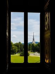 Finestra panoramica (Andreas Laimer) Tags: torino italia palazzo monumenti giardino mole antonelliana samsung s9 colori finestra