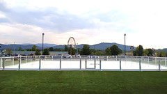 Unreal Ice Rink in Tennessee (Unreal Ice Rinks) Tags: artificial barriers balaustre boards cercas christmas dasher ecologico event ecological exterior eeuu fake fun gelo ghiaccio gel hielo hóquei hockey ice invierno navidad natal natale outdoor pista patinaje patinoire patinaçao pattinaggio piste plastic patinagem portable portatil patines paneles panels panéis rink rinks synthetic sintetico skating synthétique skate tennessee unreal usa vallas winter
