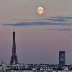 Between two Towers (Gwenael B) Tags: tower eiffeltower eiffel montparnasse paris urban puteaux moon lune astro skyline nikond7500 sigma100400 moonrise sunset horizon city france