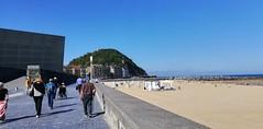 Playa de la Zurriola. Buen tiempo. (eitb.eus) Tags: eitbcom 32961 g154367 tiemponaturaleza tiempon2019 playa gipuzkoa donostiasansebastian jonhernandezutrera