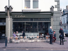 Y Cabin (Howie Mudge LRPS BPE1*) Tags: ycabin aberystwyth café cafe people street candid documentary ceredigion wales cymru travel fujiga645 kodakektar mediumformat 120 120film 645 analog analogphotography analogue film filmphotography