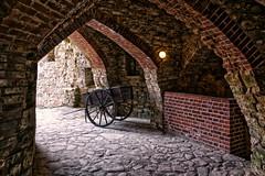 Gewölbe (Roland Knechtel) Tags: germany deutschland querformat gewölbe holz wagen rad mauer stein steine vault architecture wheel stone wall