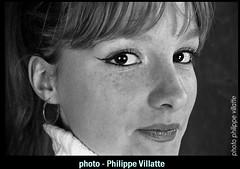 les yeux de biche (villatte.philippe) Tags: regard yeux de biche nb portrait blonde beauté girl women fille