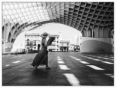 38 degrés à l'ombre... (francis_bellin) Tags: metropolparasol cité blackandwhite streetphoto street bwphoto netb photoderue streetphotographie bw blackandwhitephoto monochrome nb espagne ville photographe andalousie 2019 séville noiretblanc