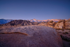Before Sunrise Panorama - Alabama Hills, California (W_von_S) Tags: panorama sunrise alabamahills kalifornien california easternsierranevada mountains berge lonepine easternsierra morgen morning beautiful light licht sterne stars colorful warm cold contrast rocks felsen landschaft landscape paysage paesaggio natur nature wvons werner sony sonyilce7rm2 outdoor