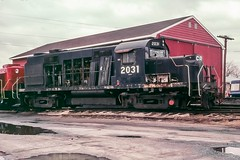Mid-Career Stopover (douglilly) Tags: conrail federalsburg rs32 marylanddelaware