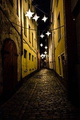 A bed of stars upon my head, Riga, Latvia (Davide Tarozzi) Tags: abedofstaruponmyhead riga latvia lettonia street streetphotography night nightshot