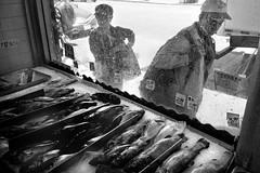 San Francisco, 2019 (Dave Glass . foto) Tags: sanfrancisco street streetphotography stocktonstreet chinatown chinatownsanfrancisco chinatownsf fishmarket lianesfoods filmphotography 35mmfilm kodaktmax400 ricohgr10