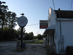 Morton's Grocery and Grill (Gerry Dincher) Tags: fork dilloncounty southcarolina smalltownsouthcarolina smalltown crossroads ruralsouthcarolina ruralsouth texaco gasstation gaspumps mortonsgroceryandgrill cocacola cocacolasign cokesign ice generalstore countrystore southcarolinahighway57