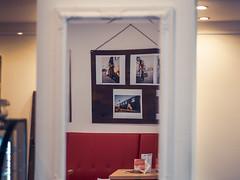 """Pin it up"" – Elena F. Barba & Thomas Quinten (designladen.com) Tags: cafépikant elenafbarba p9121795 olympusem1markii olympus olympusm45mmf12 45mm"