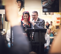 """Pin it up"" – Elena F. Barba & Thomas Quinten (designladen.com) Tags: cafépikant elenafbarba p9121914edit olympusem1markii olympus olympusm45mmf12 45mm"
