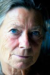 Vrijdag 13.09.2019 (roberke) Tags: portrait portret vrouw female femina woman mature availablelight naturallight daglicht indoor binnen face gezicht eyes ogen smile glimlach