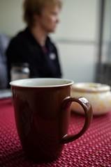 Stralsund, Knieper Vorstadt (tom-schulz) Tags: ricoh grii stralsund thomasschulz morgenkaffee person tasse