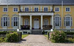 Schloss Peseckendorf (Helmut44) Tags: deutschland germany sachsenanhalt peseckendorf börde schloss baudenkmal renaissance säulenportal architektur castle marodes balkon window fenster