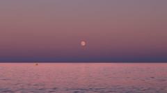sérénité (Amanclos) Tags: moon lune fullmoon moonset moonrise longexposure pleinelune mer ze zen soft