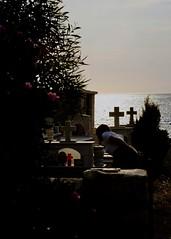 Limeni (Max Sat) Tags: cimetierre coucherdesoleil croix cross été fujixpro1 fujifilm fujinon grave grèce greece ionnienne limeni méditerranée mer seashore summer sunset tombe xf60 ελλάδα ἑλλάσ λιμένι peloponnese