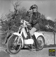 Elaine Howarth (Arxiu del So i de la Imatge de Mallorca) Tags: majorca mallorca dones women mujeres motocicletas motocicletes motorcycles