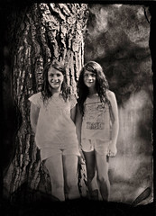 Marie-Jeanne et Jennyfer (guillaume264) Tags: episcope 18 457mm f36 collodion wetplate tintype ferrotype ambrotype chambre 13x18 poeboy beseler