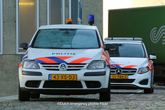 Dutch police Volkswagen Golf Plus (Dutch emergency photos) Tags: politie polit politi politiet politia polis polisi polisia polisie polici policie policia police polizei polizie polizia poliz polizi politievoertuig politievoertuigen policevehicle policevehicles vehicle vehicles voertuig voertuigen policecar policecars politieauto politieautos politiewagen politiewagens wagen wagens car cars auto autos nederland nederlands nederlandse netherlands netherland dutch emergency photos photo flickr foto fotos vw volkswagen 999 911 112 blue light blauw licht lichtbalk lichtbak lightbar golf plus amsterdam landelijke eenheid noordwest le 43xsdj sv986z 8209