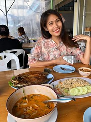 lunch portrait (ChalidaTour) Tags: thailand thai asia asian girl femme fils chica nina teen twen sweet cute sexy petite slender slim portrait lunch food