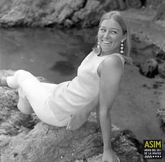 Kate Hughes (Arxiu del So i de la Imatge de Mallorca) Tags: mallorca majorca women mujeres dones rocas roques rocks costa coast capdepera calarajada
