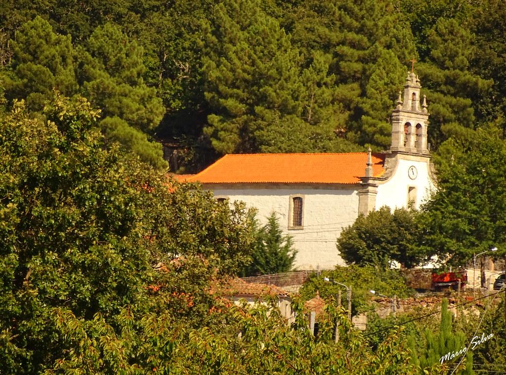 Águas Frias (Chaves) - ... A igreja Matriz, vista por entre o arvoredo ...