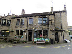 Elephant & Castle, Holmfirth 2019 (Dave_Johnson) Tags: elephantcastle elephantandcastle elephant castle pub publichouse inn camra alcohol realale ale beer holmfirth holmevalley kirklees yorkshire westyorks westyorkshire