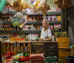 Daily Life in Chinatown (grab a pic) Tags: canoneos5dmarkiv canon eos 5d bangkok bangkokmetropolitanregion thailand 2019 yaowaratroad chinatown streetphotography street people portrait man shop