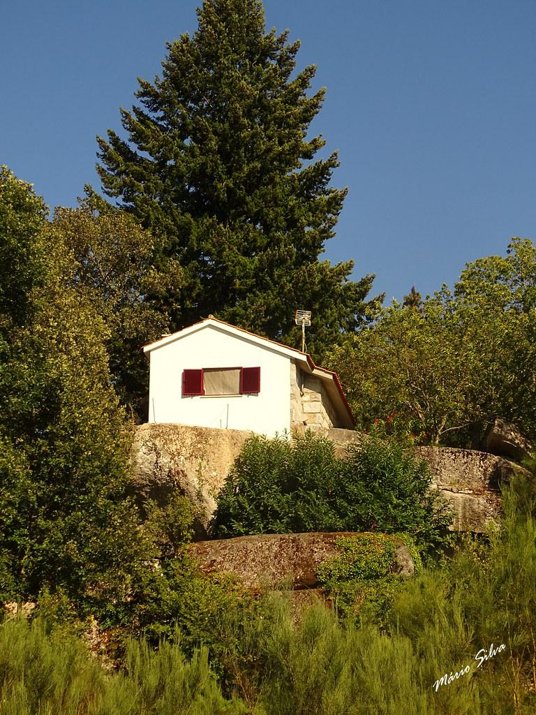 Águas Frias (Chaves) - ... uma casa (isolada) na Aldeia ...
