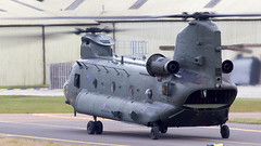 Chinook (Bernie Condon) Tags: riat airtattoo tattoo ffd fairford raffairford airfield aircraft plane flying aviation display airshow uk boeing ch47 chinook helicopter heavy airlift transport cargo assault raf military royalairforce jointhelicopterforce jhf support