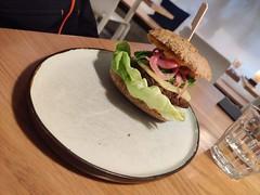 IMG_20190907_171941 (Benny Hünersen) Tags: københavn copenhagen kopenhagen 2019 september food essen mad dish meal simple raw simpleraw restaurant burger