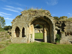 Hailes Abbey ruins, Gloucestershire (Linda 2409) Tags: arch archway ruin abbey englishheritage