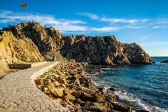 Cruzando el portal (SantiMB.Photos) Tags: 2blog 2tumblr 2ig laselva invierno winter playa beach costabrava motog3 móvil phone sapalomera geo:lat=4167073150 geo:lon=279098531 geotagged blanes cataluna españa