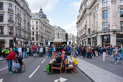 (DeepSane) Tags: london uk england unitedkingdom regentstreet summerstreets 200 streetphotography