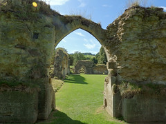 Hailes Abbey ruins, Gloucestershire (Linda 2409) Tags: abbey ruin arch archway englishheritage