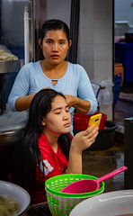 Daily Life in Chinatown (grab a pic) Tags: canoneos5dmarkiv canon eos 5d bangkok bangkokmetropolitanregion thailand 2019 yaowaratroad chinatown streetphotography outdoor outside street people portrait women shop