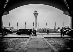 en partant de KL (Jack_from_Paris) Tags: p1000586bw panasonic dmcgx8 micro 43 pancake14mmf25asph blackandwhite monochrome pancake raw mode dng lightroom rangefinder télémétrique capture nx2 lr monochrom noiretblanc bw wide angle malaysia malaisie kl kuala lampur street rue entrée tour de contrôle airport aéroport