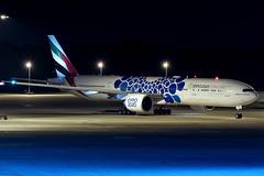 Boeing 777-31H(ER) - A6-EPB - HAJ - 13.09.2019 (Matthias Schichta) Tags: haj hannoverlangenhagen eddv emirates boeing b777300 a6epb planespotting flugzeugbilder nightshot
