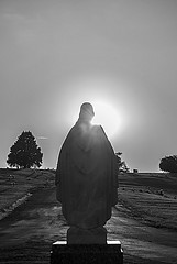 Statue of Jesus Facing the Setting Sun (jolynne_martinez) Tags: kansascity missouri unitedstates jesus christ statue evening dusk nightfall settingsun sun trees tree light rays monochrome outside bw blackandwhite nikkor nikon nikond60 backlit backlighting