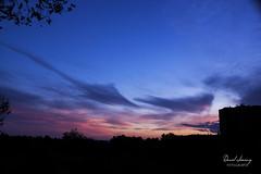 _MG_3158 - e texto (Daniel Jiménez Fotógrafo) Tags: landscape paisaje atardecer getdark sun sunset lateafternoon building edificio cloud nube sky cielo colors purple yellow red pink dark darkness madrid spain españa danifotografia danieljimenezfotowixcomportfolio danieljg